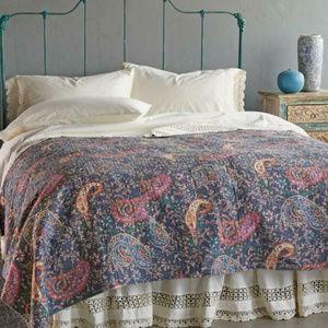 Sundance Lightweight Quilt Floral & Paisley Swirls